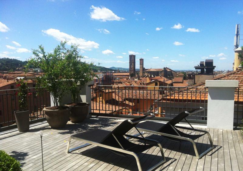 Realizzazione di terrazza privata centro bologna for Terrazza arredata